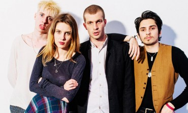 Wolf Alice Invites Lucky Fan On Stage To Play Guitar