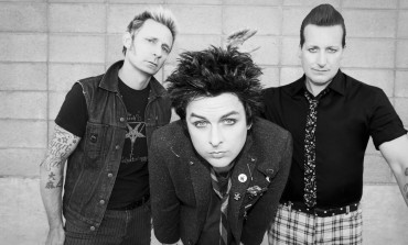 Green Day call on fans to stop using phones at concerts
