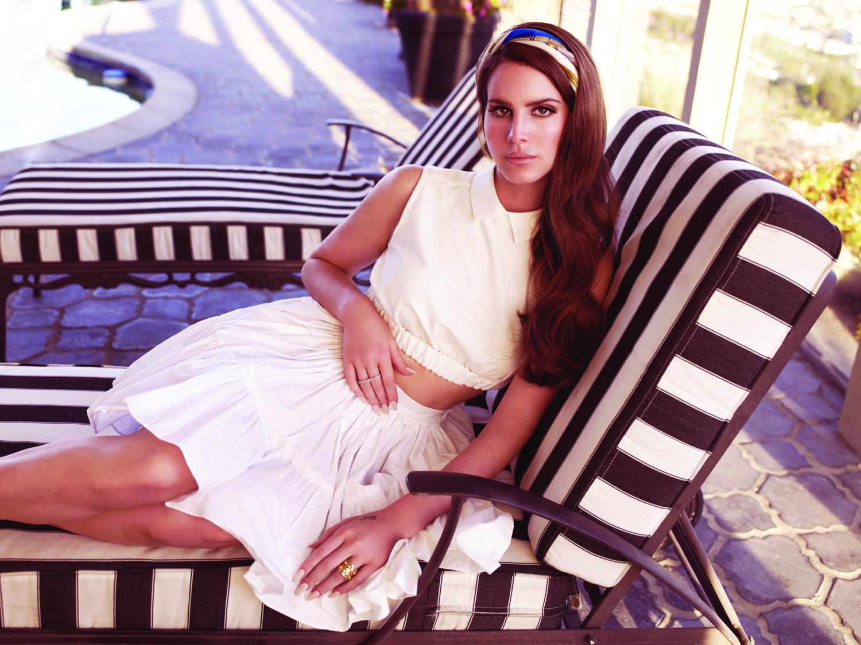 Lana Del Rey Revealed as New Headlining Act of This Year's Glastonbury