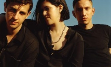 "The xx's Romy Madley Croft Performs New Song ""Weightless"", Reveals Plans for Solo Album"