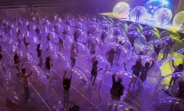 The Flaming Lips Play First Futuristic Bubble-Show Ahead of UK Tour